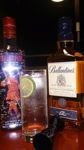 部屋飲み、ジンとスコッチ