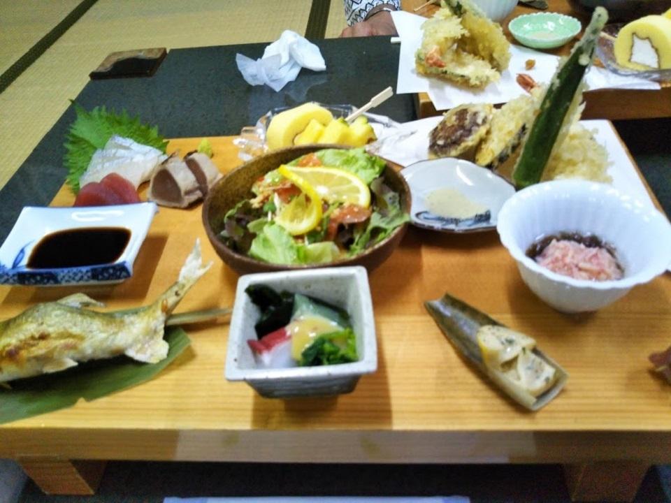 民宿たから温泉、夕食料理.jpg