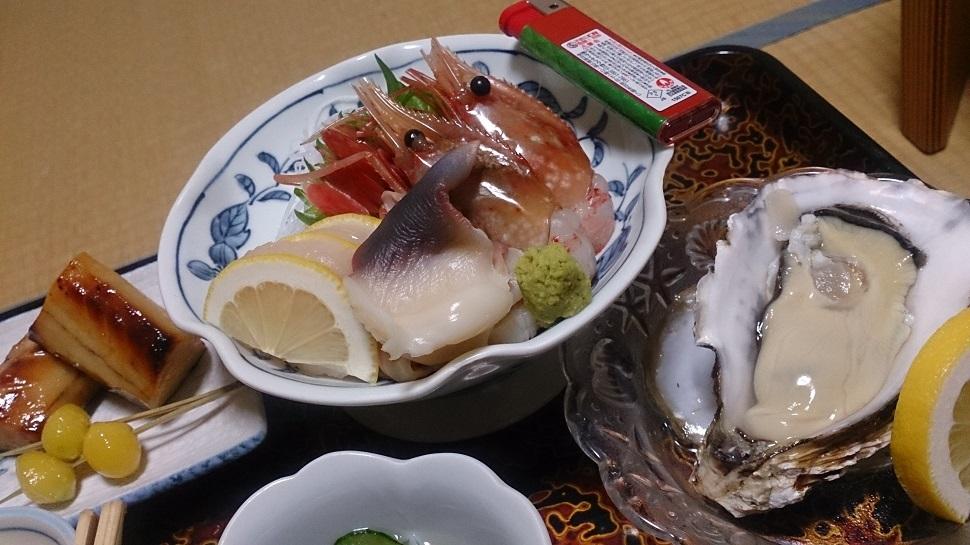 旅館いづみ荘 夕食料理 刺身、生牡蠣、他