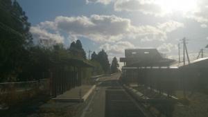 気仙沼線跡を走るバス