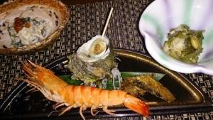 水軍の宿 夕食料理 海老とサザエ