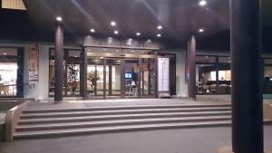 ホテル羅賀荘 玄関