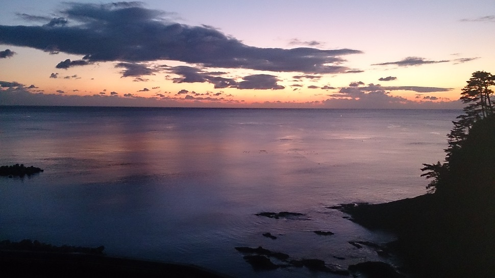 ホテル羅賀荘 部屋からの眺望 朝日