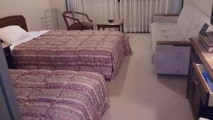 翠紅苑 ツインベッド洋室1
