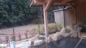 静響の宿 山水 大浴場 露天風呂 屋根付きメイン1