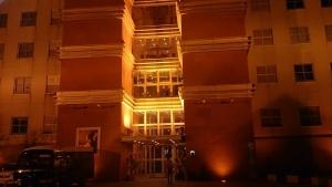 門司港ホテル 玄関口、夜