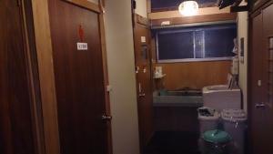 旅館 一休荘 共同トイレと洗面所