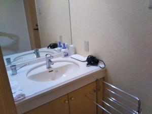 湯の里 渓泉。部屋。洗面台。