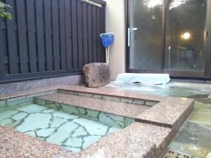 湯の里 渓泉。大浴場、露天風呂、冷泉風呂。