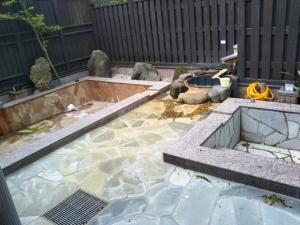 湯の里 渓泉。大浴場、露天風呂。