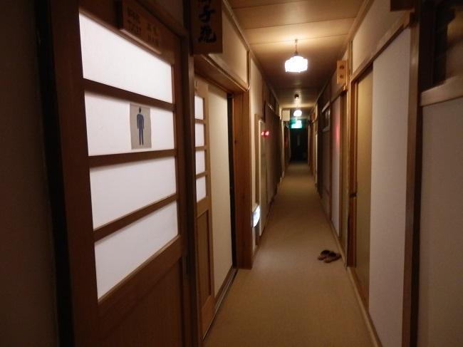 茅葺き屋根棟 廊下