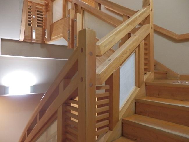 大浴場への木製階段