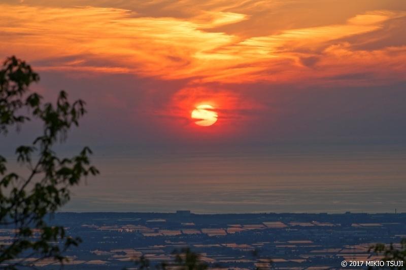 絶景探しの旅 - 0215 真っ赤に燃える日本海の夕日 (獅子吼高原 林道/石川県 白山市)