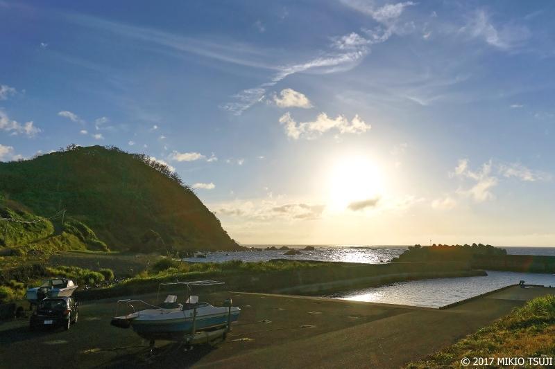 絶景探しの旅 - 0249 太平洋から昇るまぶしい奄美の朝日 (奄美大島 鹿児島県 奄美市)