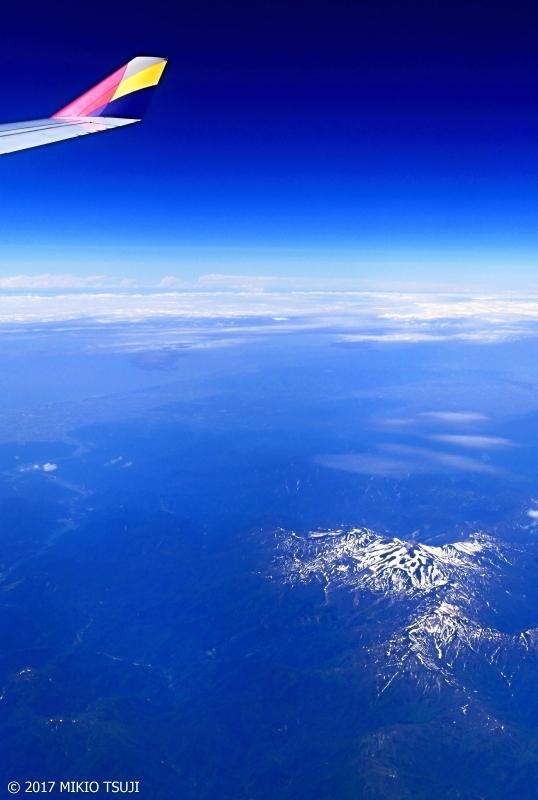 絶景探しの旅 − 0259  梅雨の晴れ間を飛ぶ 空からの白山 (岐阜県上空から)