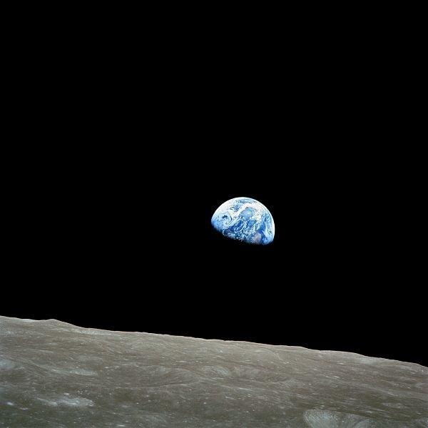 「地球の出」NASA提供 1968年12月24日アポロ8にて撮影