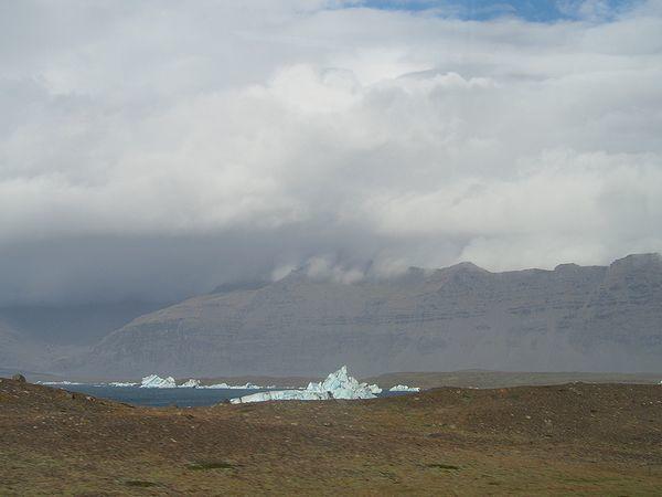 氷河湖が見えた