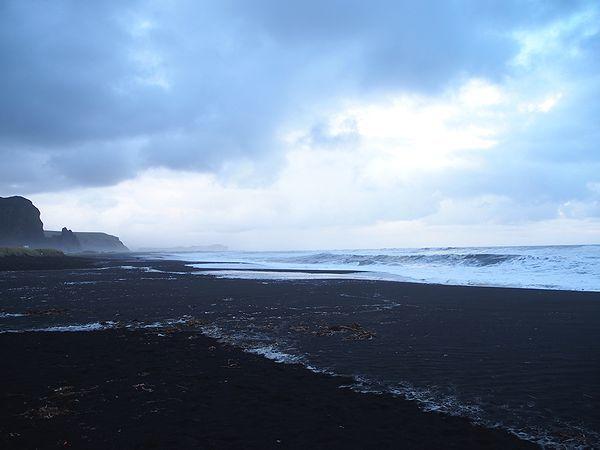 寒々しい海岸