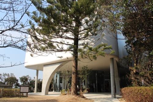 0247:南方熊楠記念館 手前広場から新館を見る①