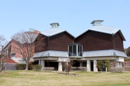 0249:田辺市立美術館 ウッド調の展示室