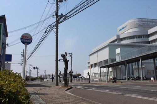 0249:田辺市立美術館 バス停から
