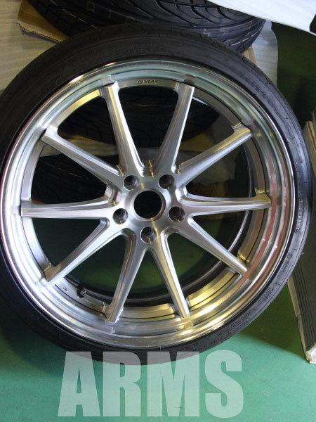 タイヤの組み込みをしたグノーシスCV201