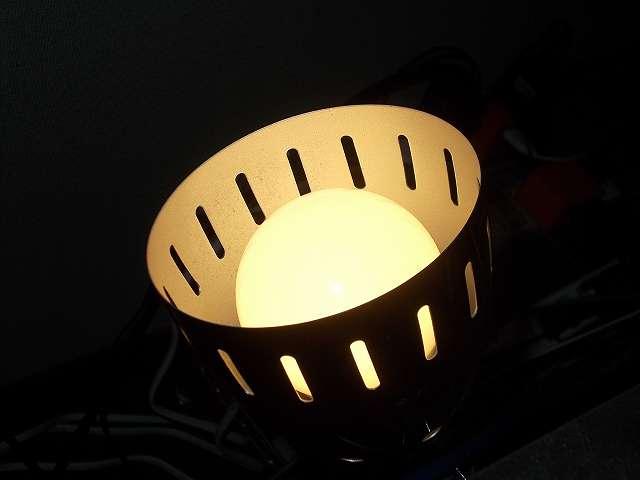 クリップライトに Shine Hai LED 電球 口金 E26 電球色 8W 白熱電球60W相当 800ルーメン 広配光タイプ 2700K 装着