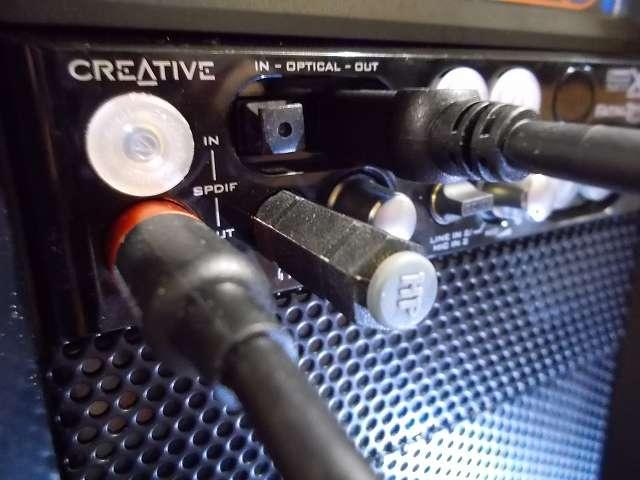 Creative Sound Blaster X-Fi Fatal1ty 5インチベイ用 I/O ドライブの同軸デジタルアウト端子(SPDIF-OUT)、光デジタルアウト端子(OPTICAL-OUT)に Amazonベーシック 同軸デジタル・TOSLINK トスリンクケーブル接続