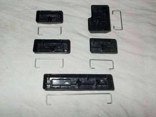 ダーマポイント タクティカルキーボード テンキーレスタイプ DRTCKB91UP2 キートップ(Caps Lock キー、左 Shift キー、スペースバー、右 Shift キー、Enter キー)スタビライザーのグリスをエレクトロニッククリーナーで洗浄、キー内側に付着したグリスを綿棒と無水エタノールでグリスをきれいに落とす
