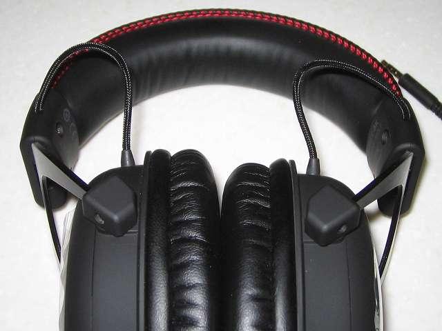 Kingston ゲーミング ヘッドセット HyperX Cloud Core KHX-HSCC-BK-FR ブラック/レッド 付属品省略モデル 2年保証付き 左右のヘッドバンドから両耳ヘッドホンにつながっているコード