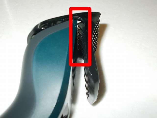 フィリップス 電動バリカン ヘアーカッター 交流式 HC3402/15 刃とコームの隙間にたまった髪をクリーニング