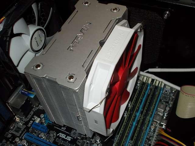 トップフロー型 CPU クーラー グランド鎌クロスから、サイドフロー型 CPU クーラー REEVEN OURANOS(RC-1401)に換装しました