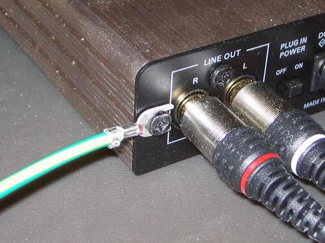 サンワサプライ アースコード 5m TAP-BBA5 をオーディオテクニカ audio-technica マイクロフォンアンプ AT-MA2 本体ネジに取り付け