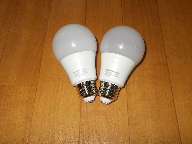 Shine Hai LED 電球 口金 E26 昼白色 8W 白熱電球60W相当 800ルーメン 広配光タイプ 5000K と Shine Hai LED 電球 口金 E26 電球色 8W 白熱電球60W相当 800ルーメン 広配光タイプ 2700K