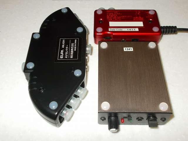 サンワサプライ SANWA SUPPLY TK-AS2N ゴム足 粘着式を、オーディオテクニカ audio-technica マイクロフォンアンプ AT-MA2、ベリンガー BEHRINGER USB オーディオインターフェイス U-CONTROL UCA222、朝日電器 ELPA エルパ ASL-E311 AVセレクターの底面に貼り付け