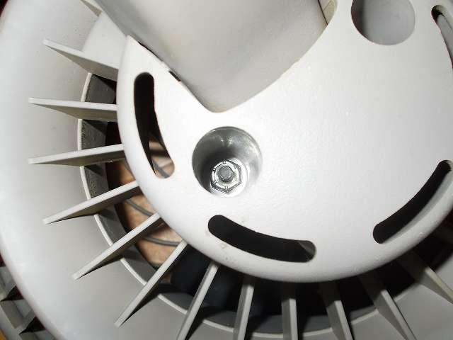 VORNADO ボルネード サーキュレーター 180C メンテナンス ベアリング、ローターの分解作業、本体後ろ側にあるナットをエンジニア ナットドライバー 9.0mm DN-09 で外す