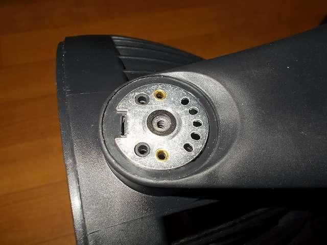 ZEPEAL ゼピール サーキュレーター ブラック DKS-20 角度調整台座メンテナンス 台座ネジ穴とワッシャー(平座金)の間に、スラストワッシャー UHPE 厚み 0.5mmを挟みネジの緩み防止対策、スラストワッシャー UHPE は裏表があるので、滑る側(光沢がある側)をネジ(ワッシャー)側に向けて挟むようにする