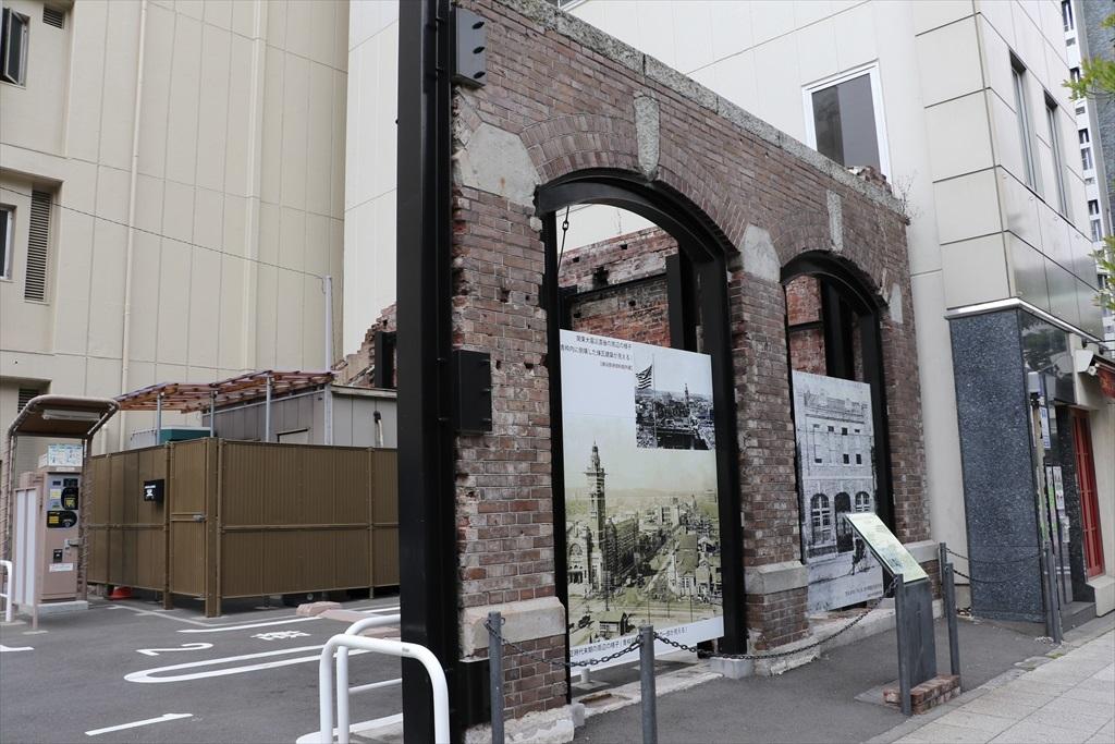 通りを挟んだ向かいの駐車場から見つかった関東大震災直後の遺構_2