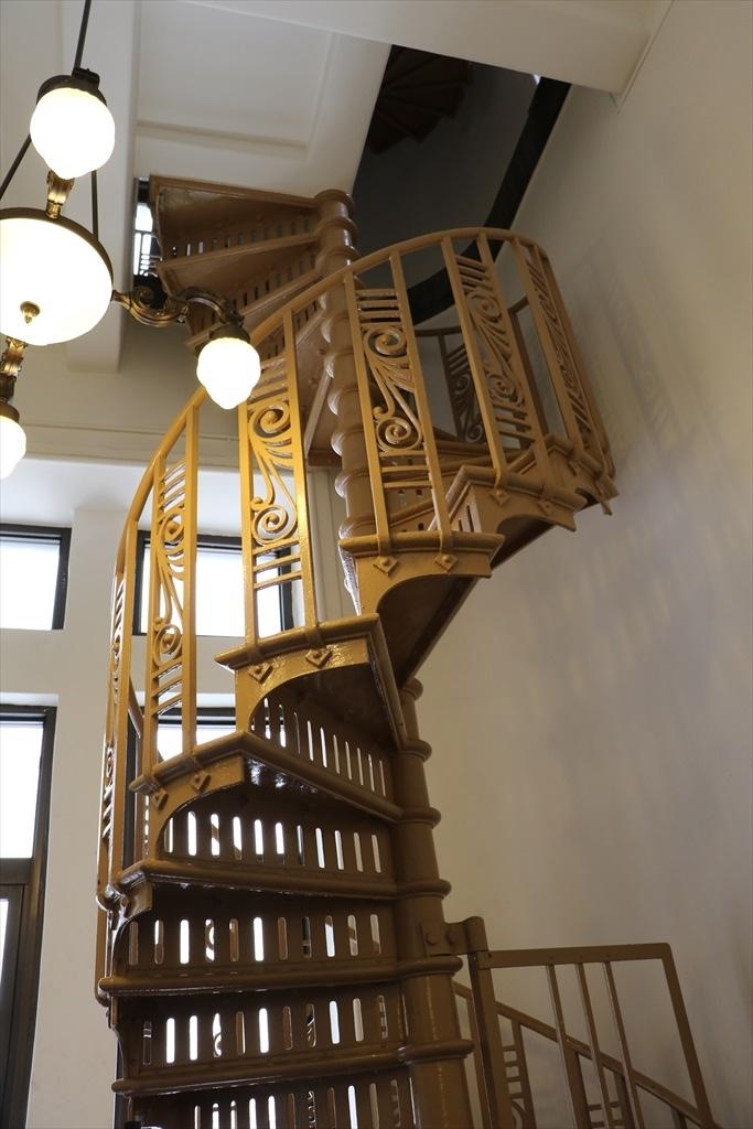時計台に至る階段
