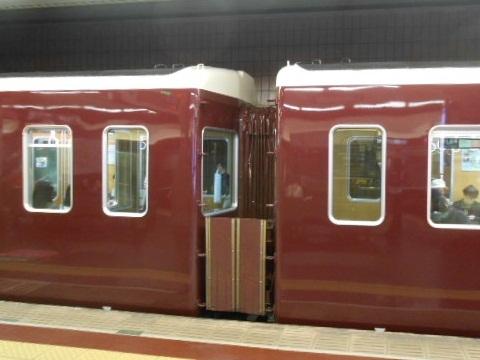 banbanさんの鉄道日記 阪急7324Fの中間運転台撤去車を観察する。