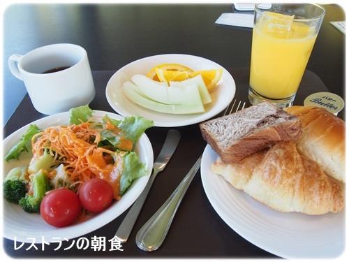 レストランのバイキングの朝食