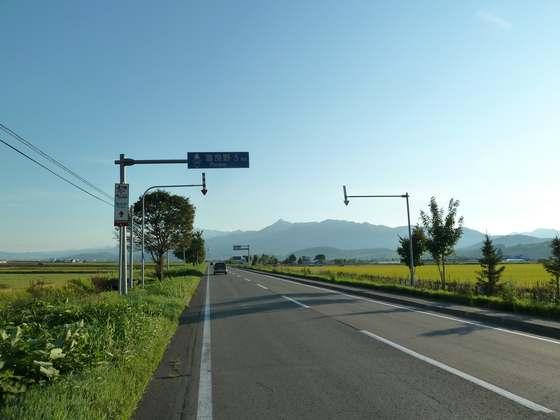 中富良野町を駆け抜ける国道237号線(花人街道)