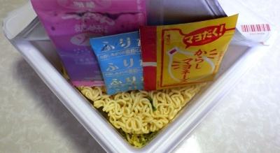 6/12発売 一平ちゃん 夜店の焼そば 大盛 たこ焼味(内容物)