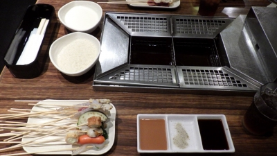 「串まる」でのまうさんとの食事(6月24日撮影)