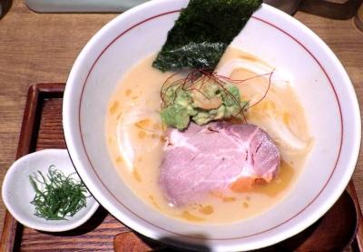 麺と心 7 海老白湯ラー麺 ~海老アボカドのせ~