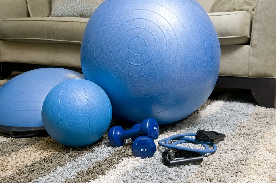 home-fitness-equipment-1840858_960_720.jpg