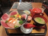 昼は海鮮丼