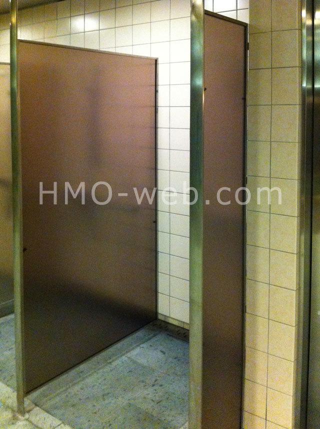 茶色のアクリル板にオスロ-P施工