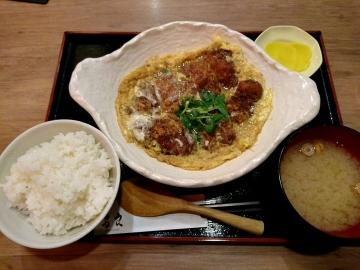 クリエイト・レストランツ・ホールディングス 鳥良商店 カツ煮定食+冷奴01 201704