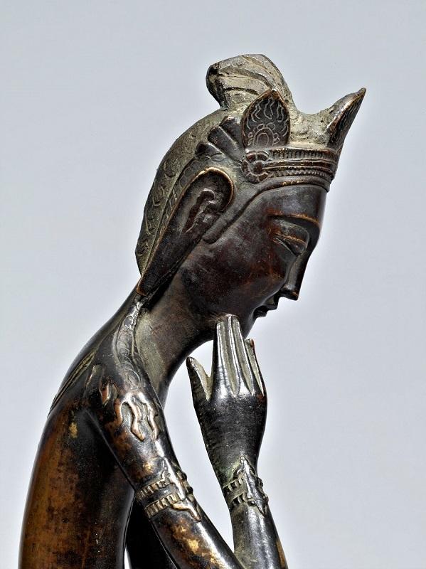 法隆寺献納宝物156号・丙寅銘半跏像~指が頬に触れている